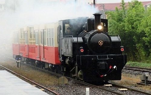 小湊鐵道(千葉県)で「里山トロッコ列車」が運行開始。その初便の出発式の模様です。 https://t.co/X6PsKESNvV