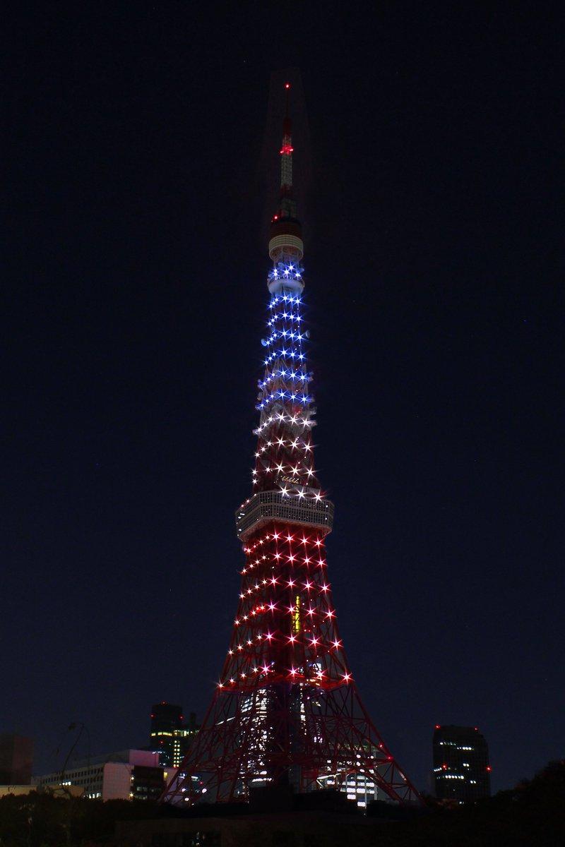 パリで発生した同時多発テロにより、被害に遭われた方々へ哀悼の意を表し、今夜東京タワーはトリコロールカラーにライトアップいたします。 ここに犠牲になった方々のご冥福を心よりお祈り申し上げます。 #PrayForParis https://t.co/j6zNozGRVt