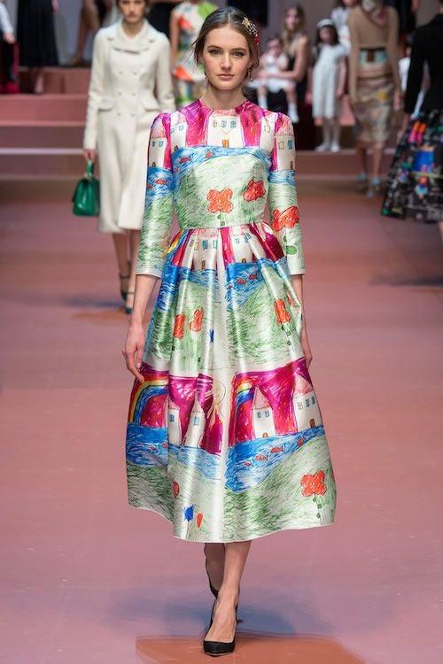 فستان شيرين ه من كولكشن D&G لاطفال مرضي السرطان .عباره عن فساتين من رسومات اطفال وايرادات الفساتين  بترجعلهم #منقول https://t.co/A13tbcS7Ab