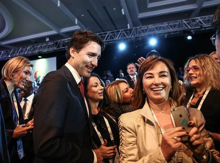 Kanada Başbakanı @JustinTrudeau  #G20 zirvesi esnasinda ağır kuşatma altında :-D https://t.co/7uuj0VuWpu