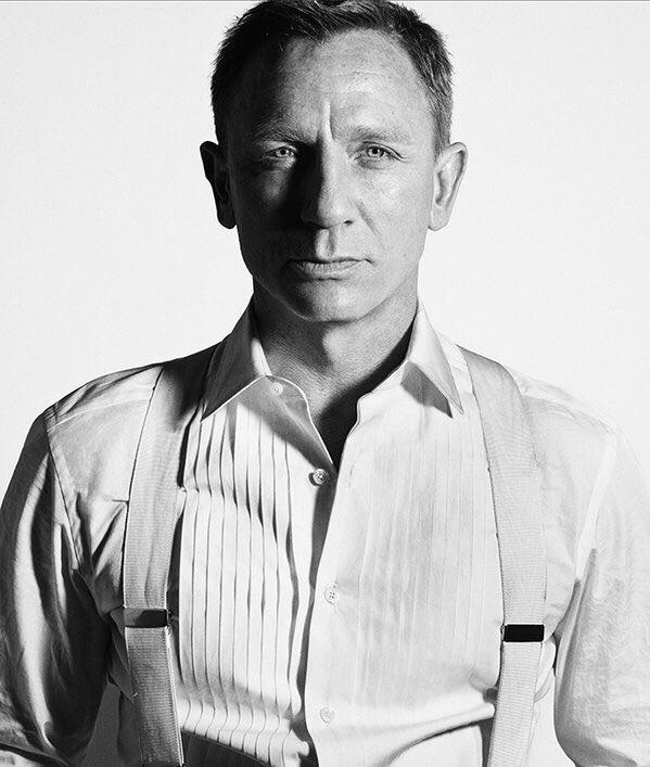 『007 スペクター』キャスト陣のモノクロ写真その1。 https://t.co/c97I0PgchV