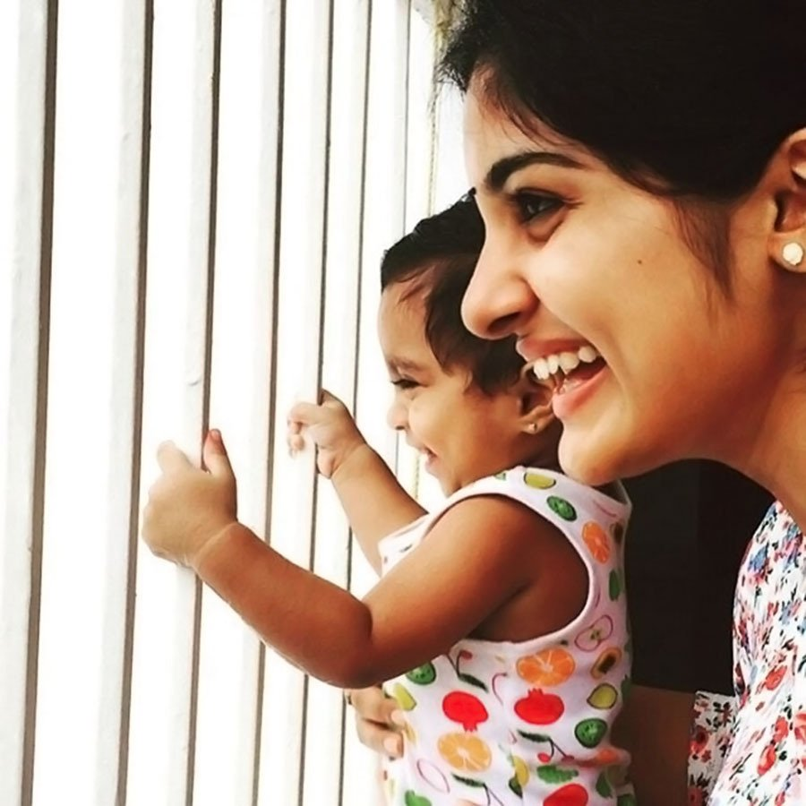 "nivetha thomas on twitter: ""nivetha thomas with cute kid https://t"