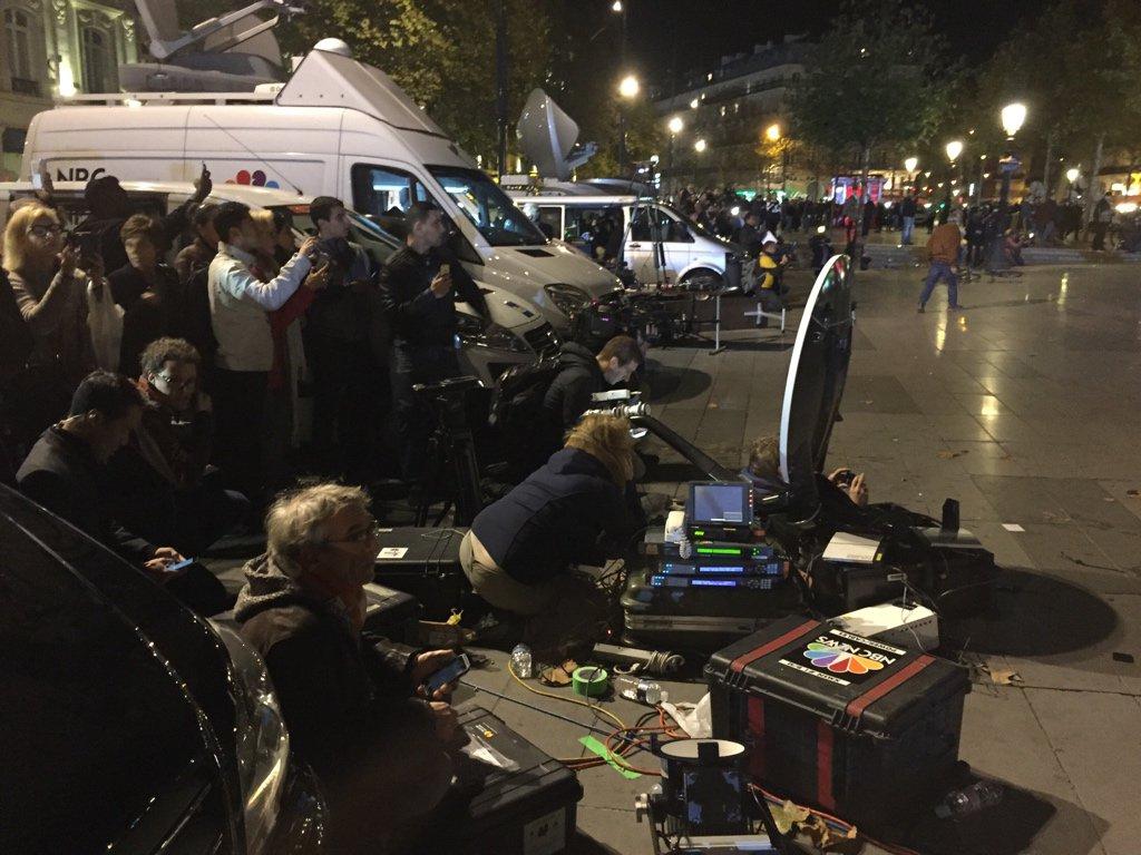 Взрыв петарды в центре Парижа привел к панике, ряд СМИ сообщали о перестрелке