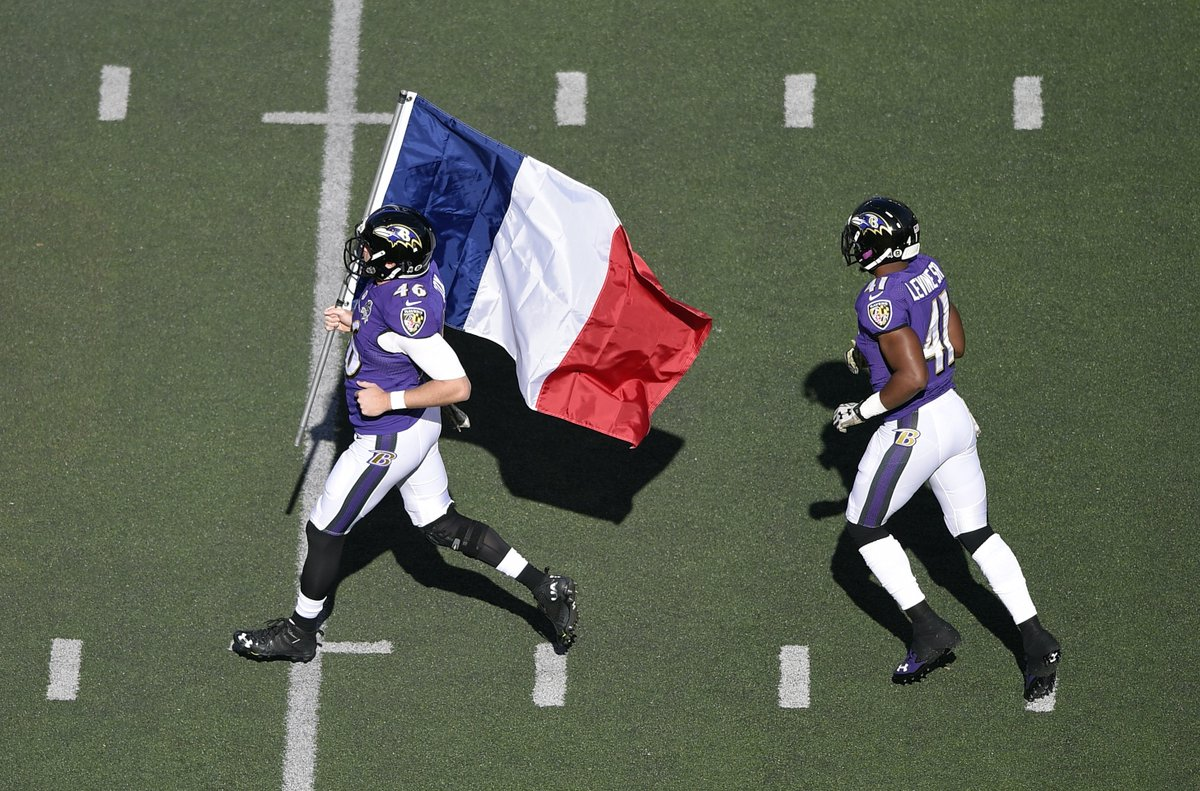 Photos: NFL world responds to Paris attacks https://t.co/clP4NewXfU https://t.co/tZy2KwbTeF