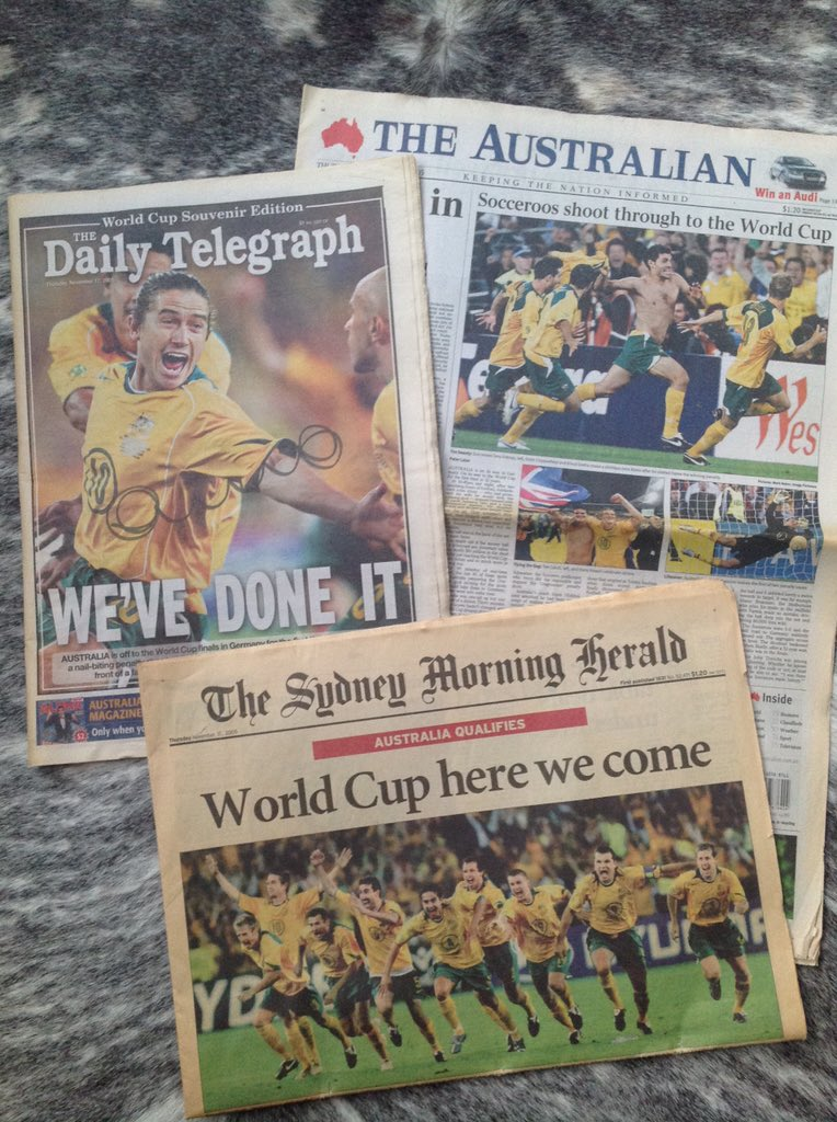 It's 10 years since this epic moment in Aussie sport. I still have these front pages inc one signed by @HarryKewell. https://t.co/3lzge0Ks3R