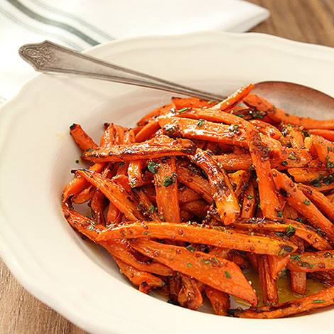 Perfect for your #Thanksgiving table. Roasted Carrots with Honey, Rosemary and Thyme. https://t.co/IacVbIWjrw https://t.co/aDnYZTd9IQ