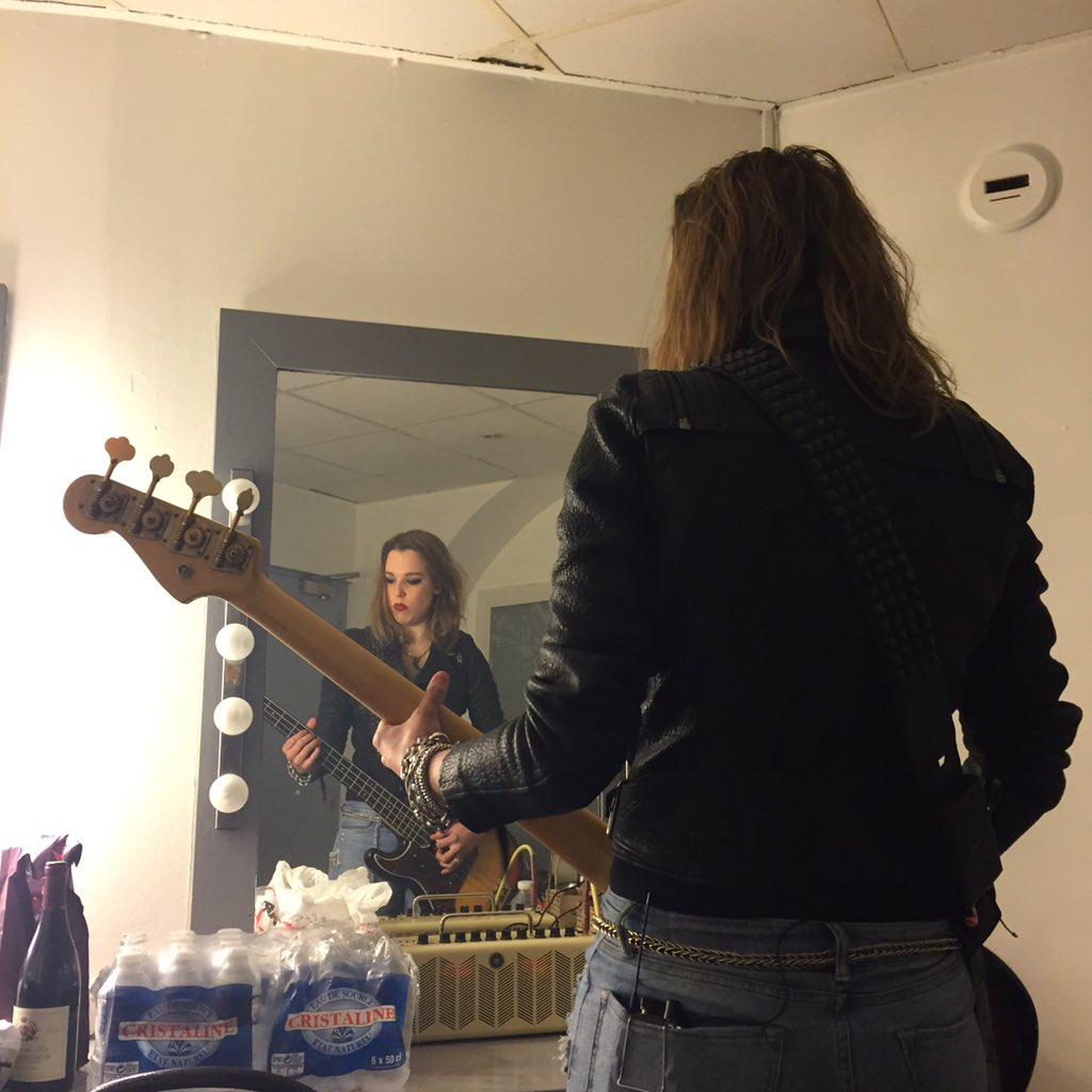 @LZZYHALE  warming up with my bass at Le Bataclan back in March https://t.co/vpgapSBsjQ