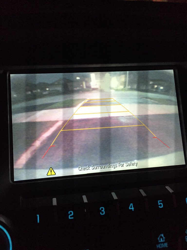 #mmchevy 2016 reverse camera on point, & yellow lines show if you r safe distance away. @ChevroletCanada 2/2 https://t.co/1V5KYhQMcv