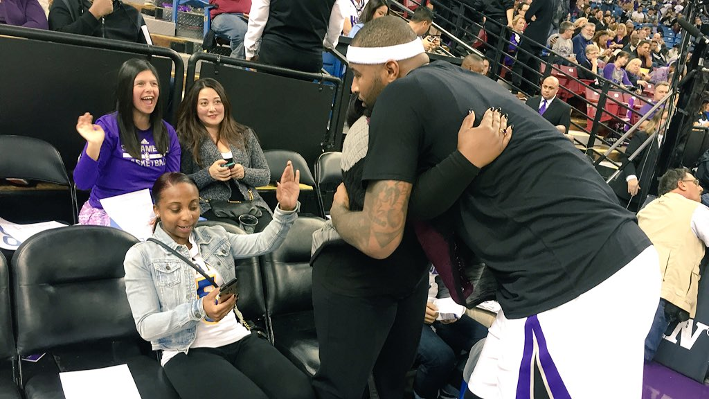Boogie hugging the mom and sister of the slain Grant High School football player at halftime https://t.co/IgrktnxiCA