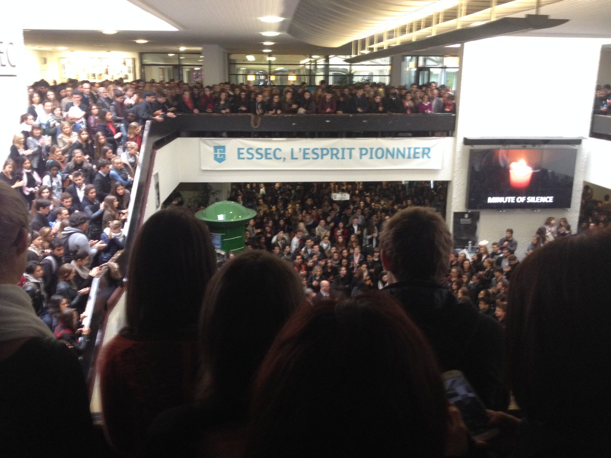 Minute de silence à l'ESSEC en hommage aux victimes des attentats de Paris #PrayforParis https://t.co/cVpu998ScI