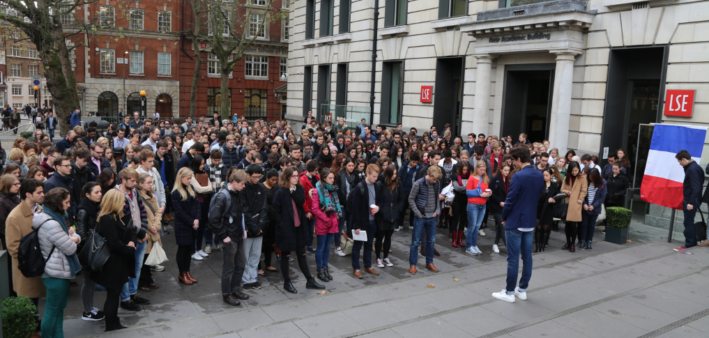 LSE students observe a moment of silence in mourning for the #ParisAttacks this morning. https://t.co/tO1OLMOpq8