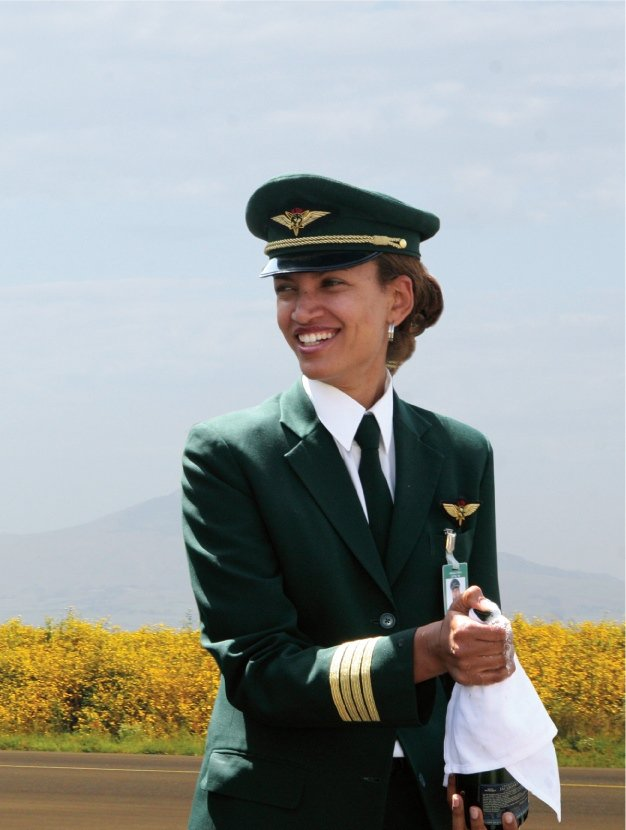 Meet our #female pilots that command #Ethiopian first All Women Functioned Flight. #historyinthemaking https://t.co/FMbpgxTrPC