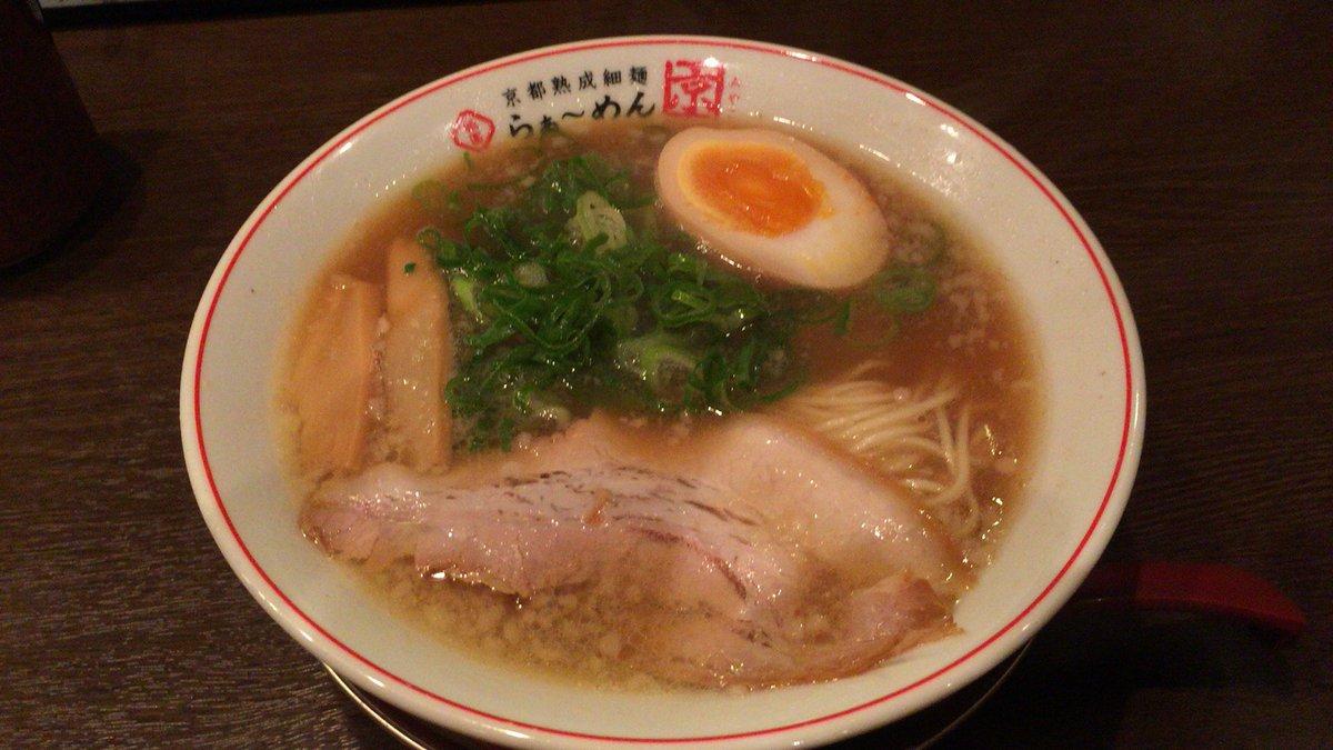 この時間にラーメンビジュアルテロ〜(つД`)ノ RT @jrtushi: 小休止終了で、同じく祇園のらぁ〜めん京で小らぁ〜めんとミニ焼めし。7杯め。 https://t.co/o4dWDVMhZe