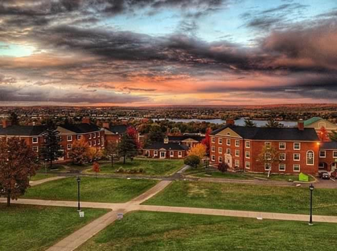 BuzzFeed ranks @UNBFredericton the 2nd most beautiful campus in Canada! https://t.co/fk1JJcQ2RQ https://t.co/AKBcuQ2tys