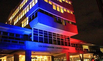 As a tribute to those who died or were injured, County Hall is tonight lit up in the colours of the French Tricolore https://t.co/WxJHoB4DCI