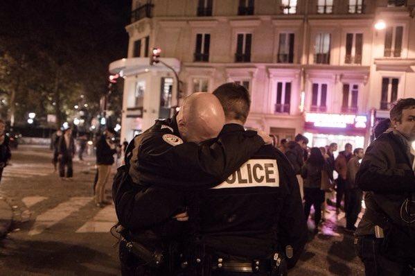 Omdat we #politie MENSEN zijn Alle #respect en steun aan de collega's #ParisAttacks #parijsaanslag https://t.co/o6awdAj1bq