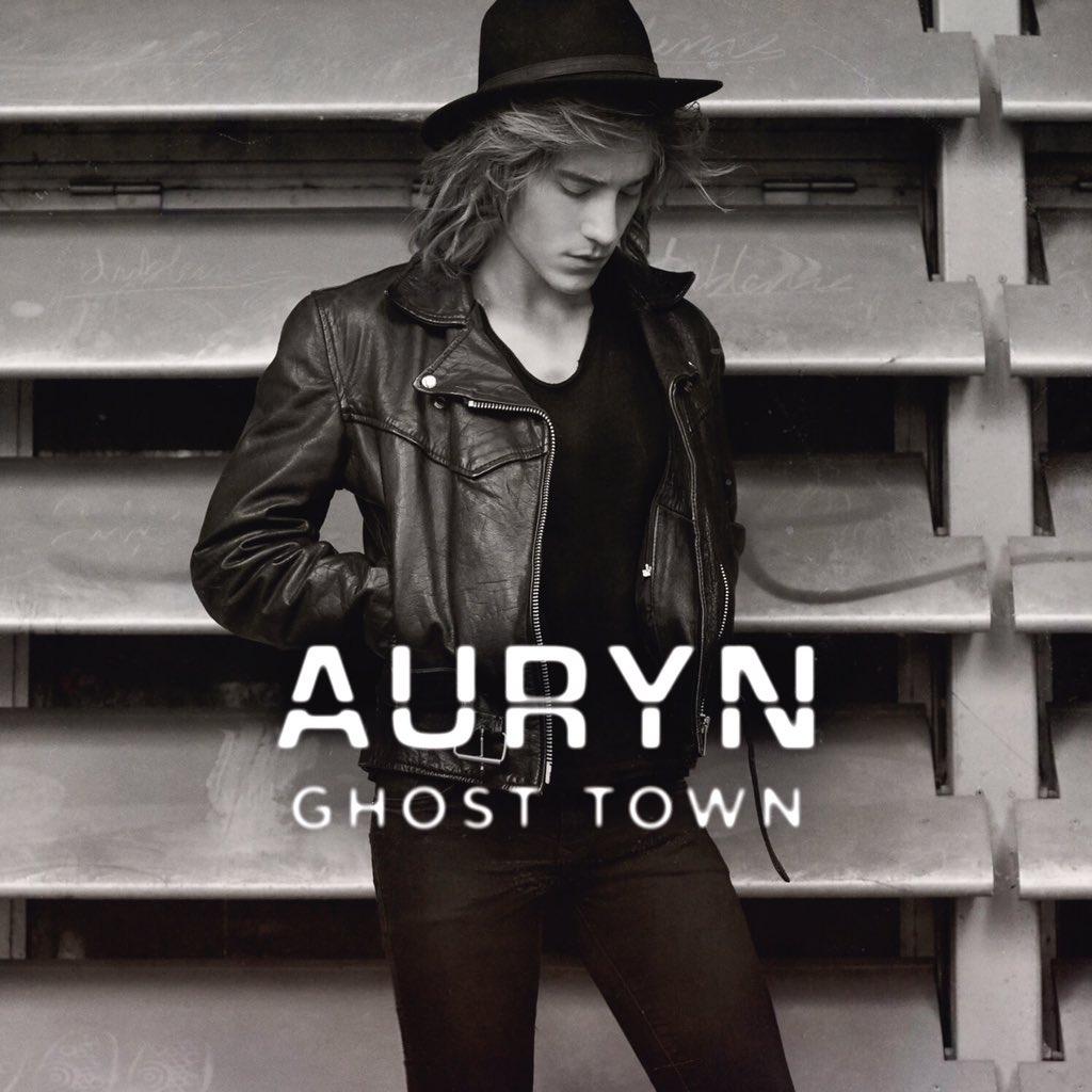 Esta es mi portada individual de  nuestro nuevo álbum Ghost Town, a la venta el 4/12 🙃 https://t.co/DcaYtMrAgv