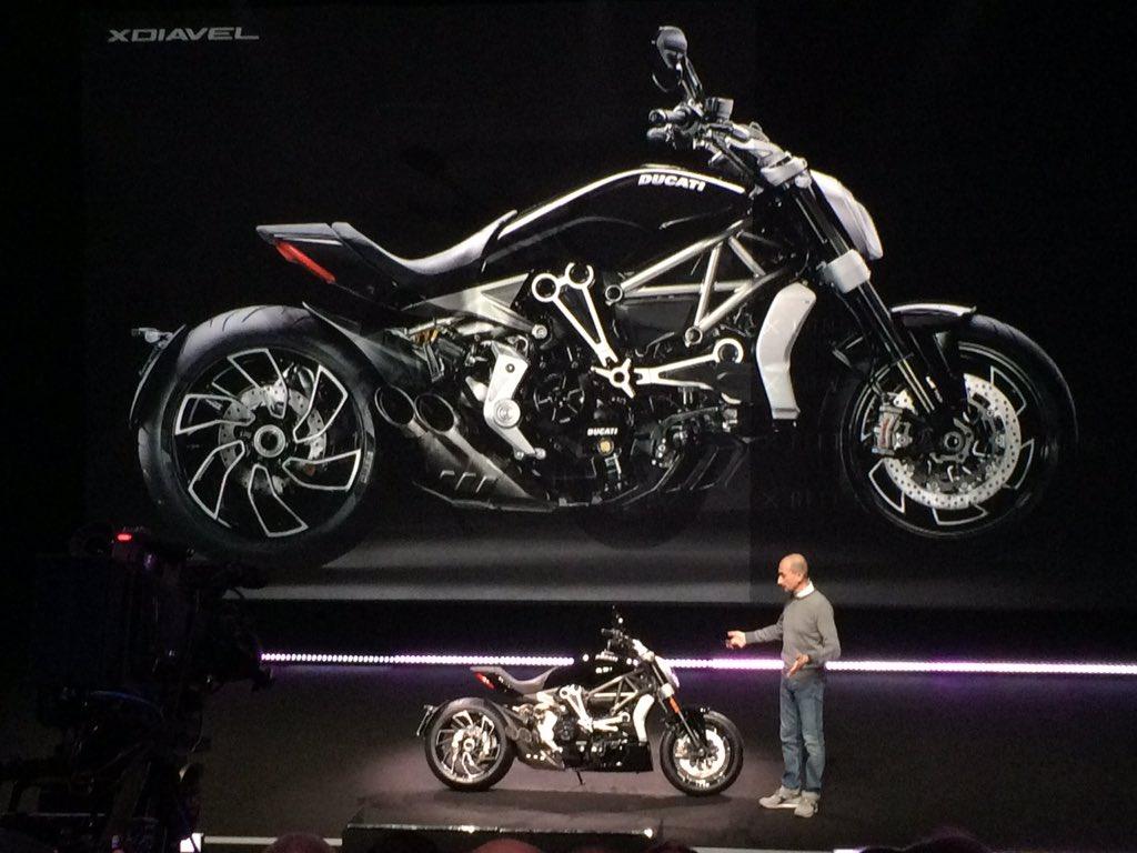 Blackの正体は XDIAVEL エックス ディアベル。 全く新しいドゥカティの登場。 #Ducati2016  https://t.co/l2K4f8mxyD https://t.co/h2kpXahWGM