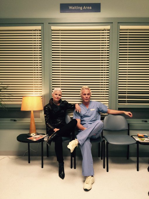 Day 60: twinsies with the incomparable dr whale. Nice hair @questionanders #101smiles #darkswan #onceuponatime