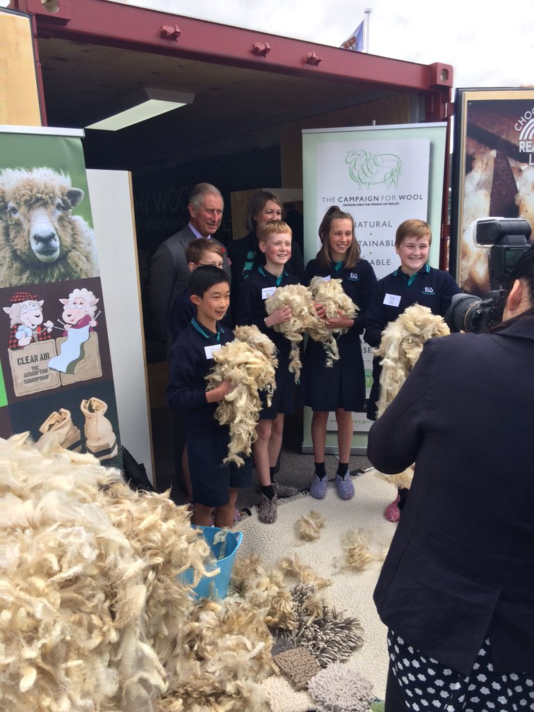 HRH Prince of Wales sharing favourite wool facts with Tawa students #woolinschoolsnz #RoyalVisitNZ https://t.co/38i5gOUmkZ