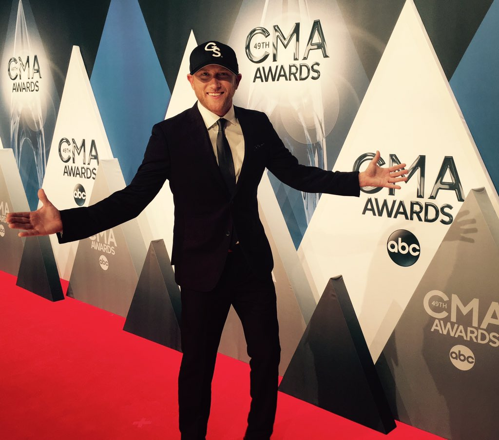 It's on now #CMAawards - Cole https://t.co/aD6G5k7tmh