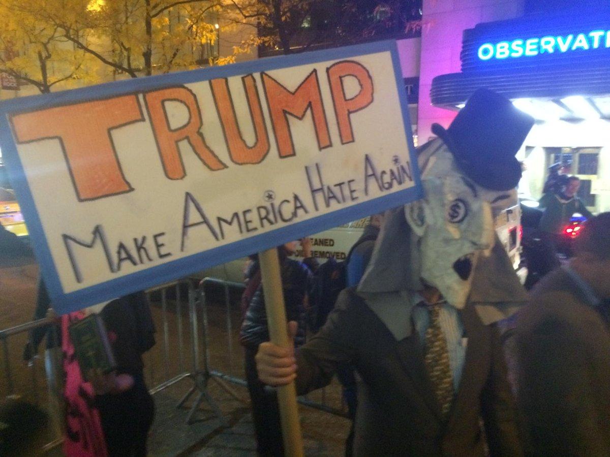 #DumpTrump protest outside NBC by Hispanic groups. @WNYC https://t.co/4D1oIavkoz