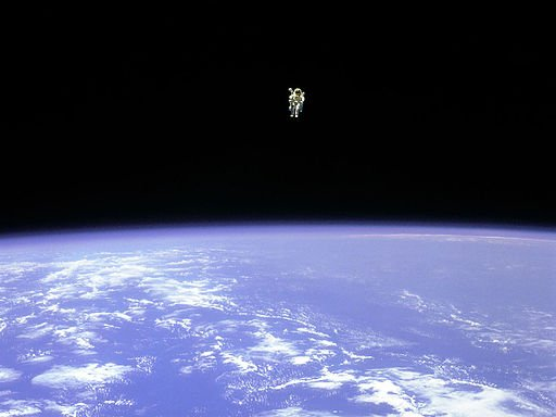 Astronaut Bruce McCandless II has a little alone time. NASA photo on Wikimedia Commons:  https://t.co/K0R3AFMBt7 https://t.co/fdBGydnaet