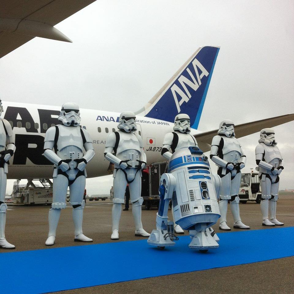 R2-D2™ ANA JET ブリュッセルに到着☆☆ana.ms/1kcaqeJ #R2D2ANAJET pic.twitter.com/tguUdlnFXV