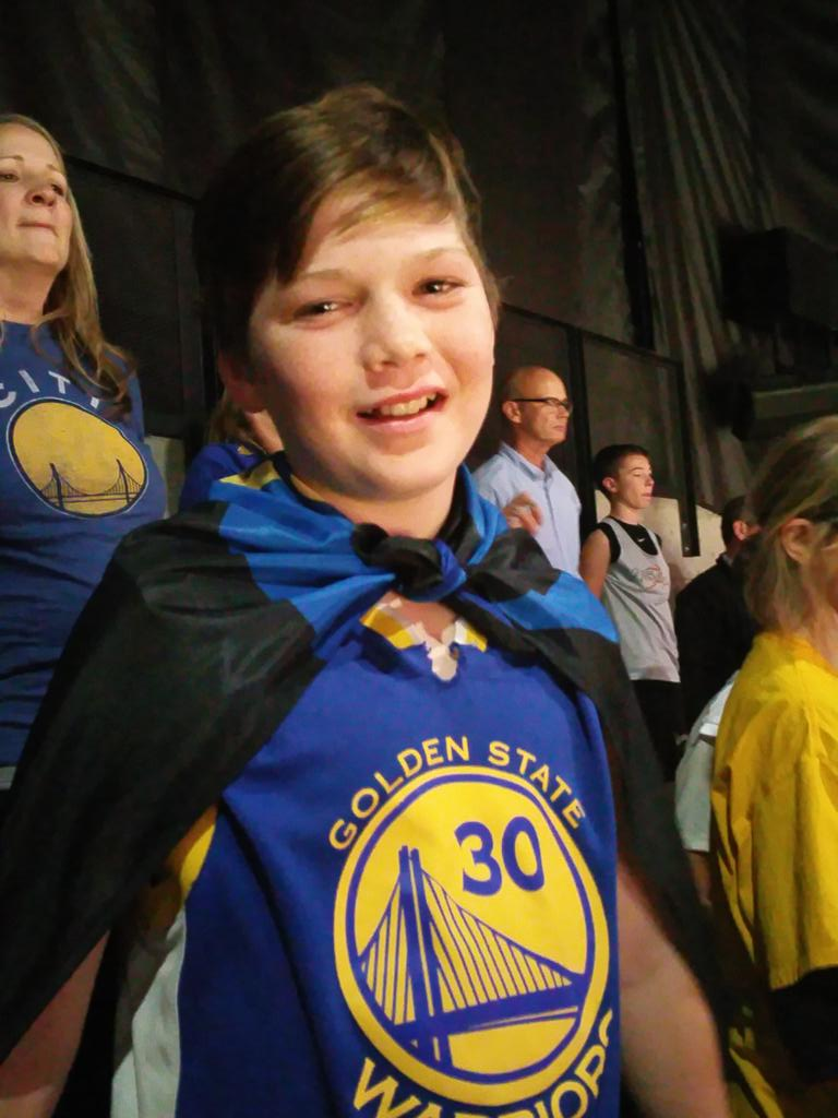 """OMG! Such a nail biter!! 100 @warriors  to 99 @LAClippers . SF fans yelling """"beat LA"""". https://t.co/N948sqA1eL"""