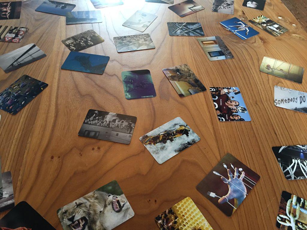 Krediet kaarten op tafel u stockfoto nednapa