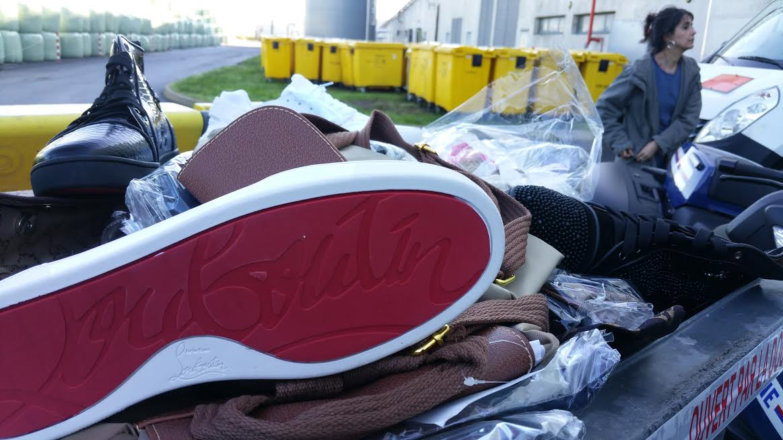 La douane a détruit 25000 articles de contrefaçon à l'incinérateur de Nîmes: médicaments, vêtements, jouets... https://t.co/zZ5N7v3Ny5
