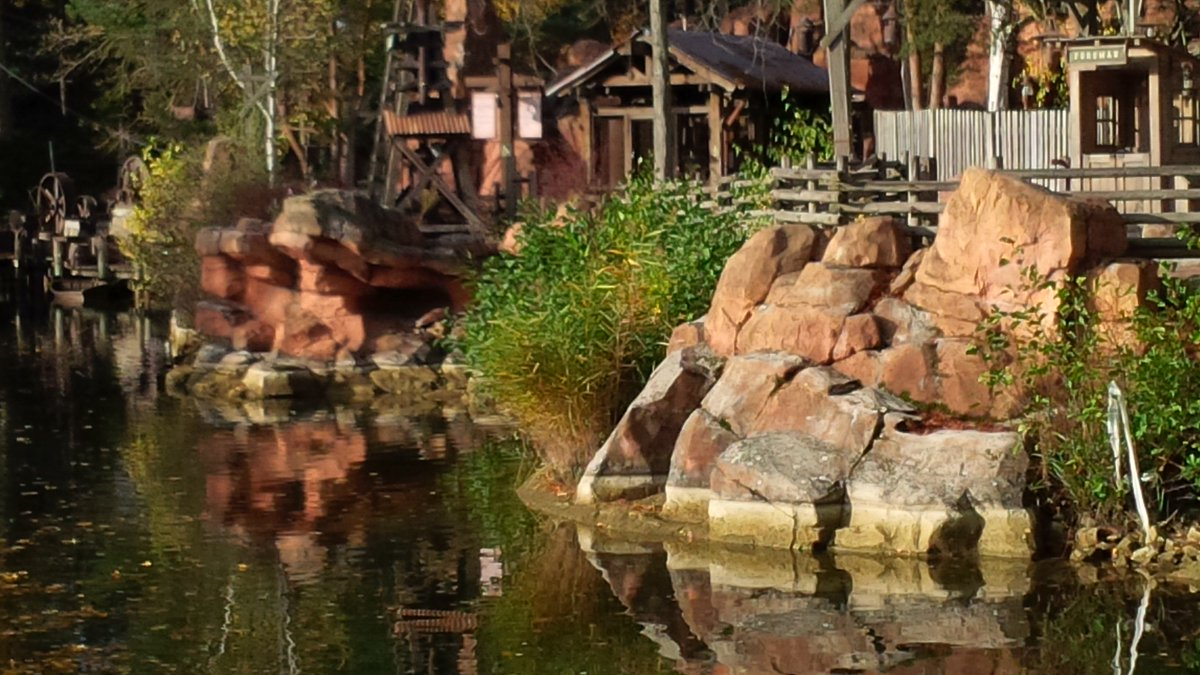 Vidange des Rivers of the Far West (Lac de Frontierland) - Page 2 CTCWoneXIAQEWCw