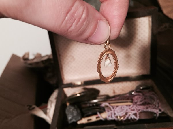 Inside… a pendant with a milk tooth ! #MadeleineprojectEN https://t.co/Le13q5hgmg