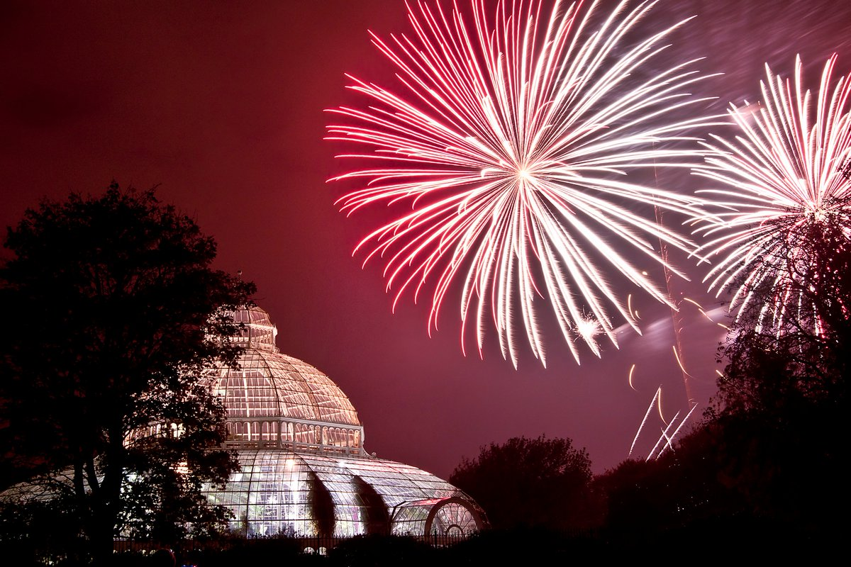 Looking forward to celebrating #BonfireNight at @The_Palmhouse this evening! https://t.co/i8w7gHyITY