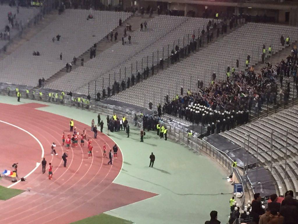 После матча команда в полном составе поблагодарила болельщиков
