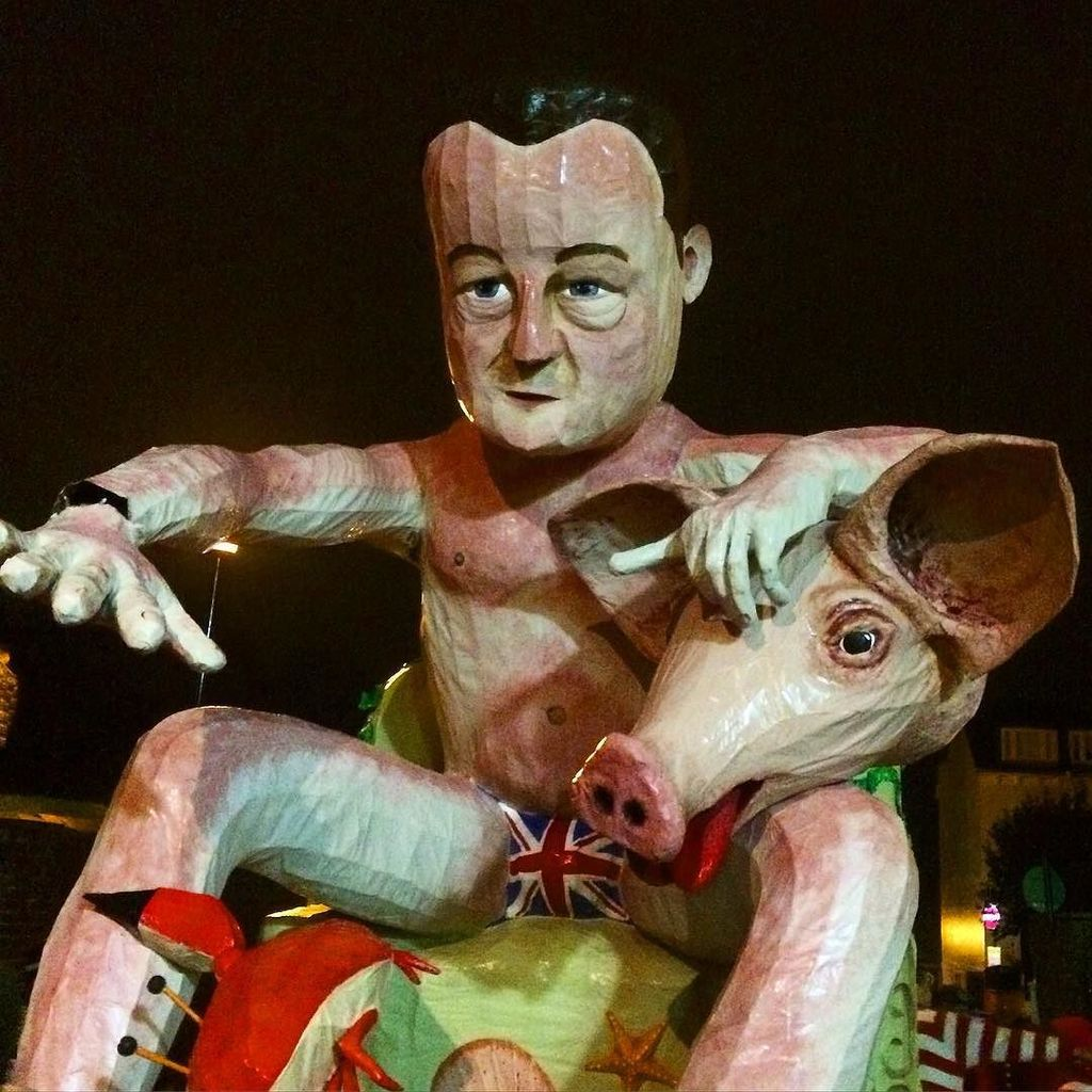 #cameron #pig #lewes #bonfire https://t.co/V4mCQ6pbca