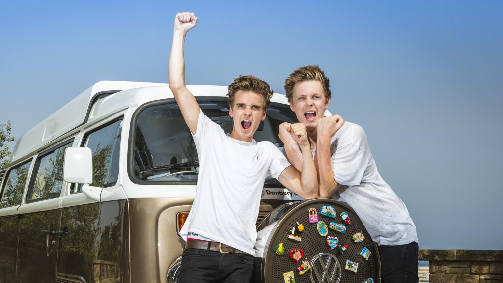 Tonight on @theprojecttv: YouTubers @Caspar_Lee + @Joe_Sugg hit the desk. Tweet your Qs with ##JoeAndCasparProject! https://t.co/fjHkgdma4G