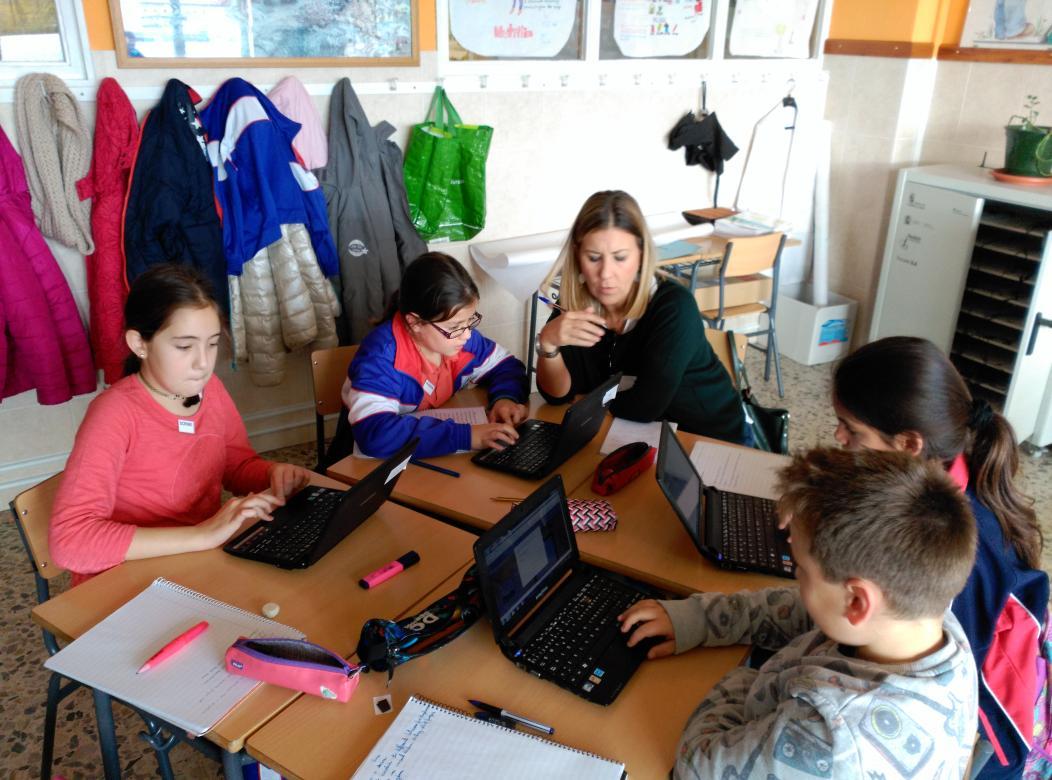 Hoy tenemos profes aprendiendo en nuestro @colsangregorio con el itinerario formativo #SGLab https://t.co/baMrFJJeEb