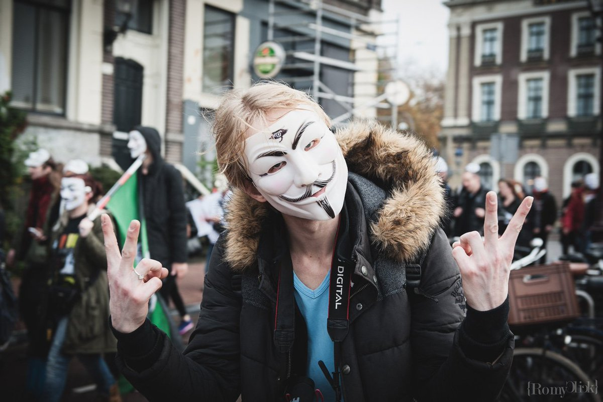 #Photo reportage of the #anonymousmarch in Amsterdam More https://t.co/gAt7Gtsegh #MillionMaskMarch #MMM2015 #MMM https://t.co/m1E6YPikv3