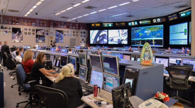 Photo: NASA flight controllers monitor the ISS spacewalk ...