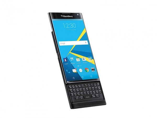 Eat your heart out #BlackBerry & #Android fans, the #Priv is finally here. https://t.co/S6Kn1ZI09n https://t.co/4quVY3g5vq