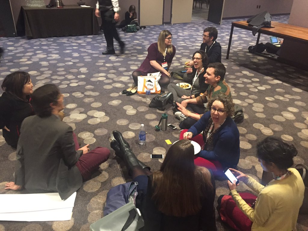 Shiny happy museum ppl getting cozy 😊  #mcn2015 https://t.co/jGbAOPzTgN
