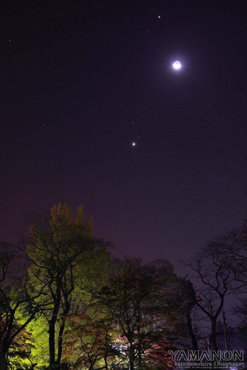 紅葉と月と惑星の集合