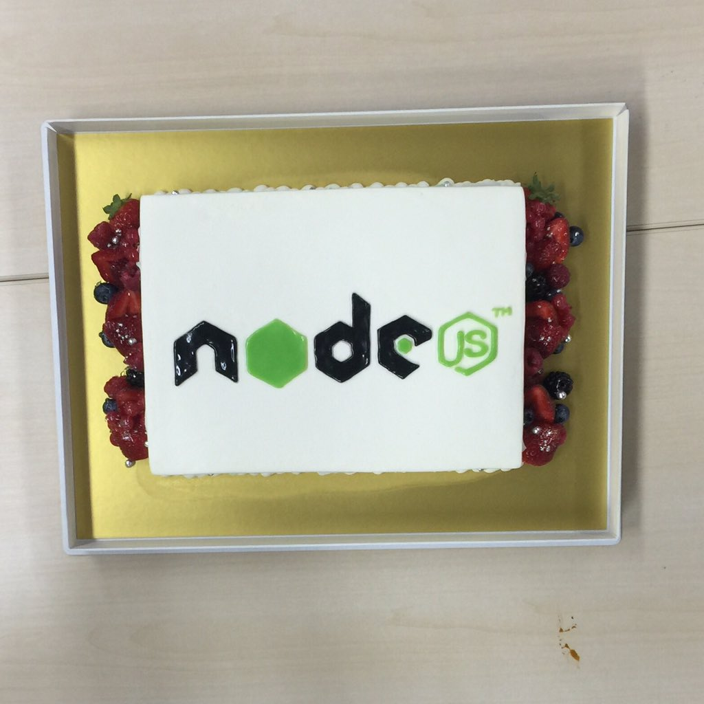 .@nodejs cake at @nodefest https://t.co/80MUS3F06K