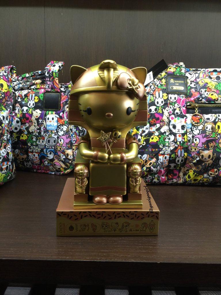 11.6.15 @hellokitty Gold #kittypatra at @tokidoki event. #tokidoki10love #Tokidoki #hellokitty #sanrio #blogger #LA https://t.co/LQatSoaQLc
