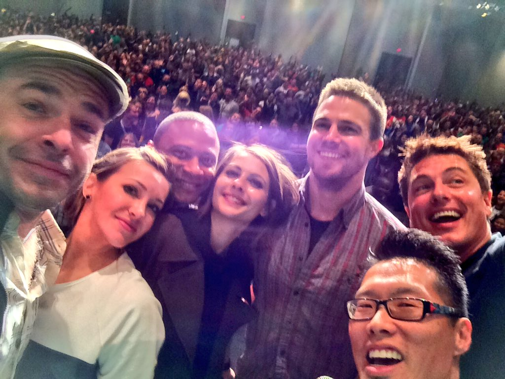 ARROW selfie! @amellywood @MzKatieCassidy @Team_Barrowman @david_ramsey @Willaaaah @PaulBlackthorne @WizardWorld https://t.co/lalTtez0eP