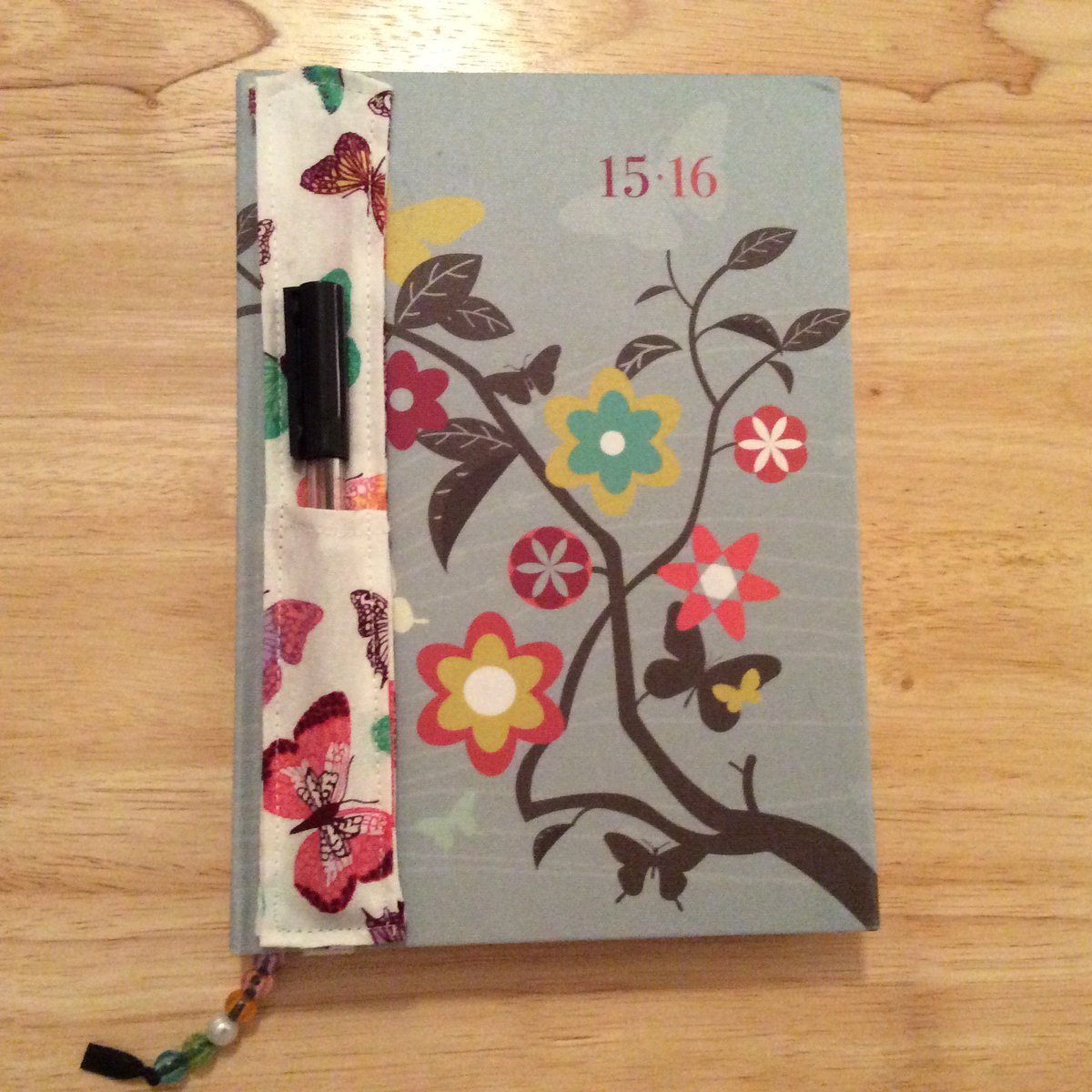 Do you lose your pens? Here&#39;s a handmade Journal Pen Holder!  http:// wp.me/p6sR9e-7k  &nbsp;   #aBoxofButtons #SewingProjects<br>http://pic.twitter.com/v42ayfrjLR
