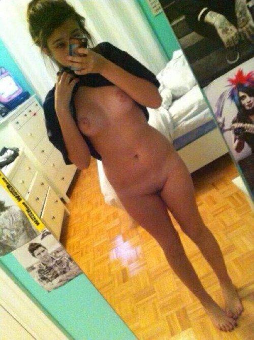 Nude Selfie 2915