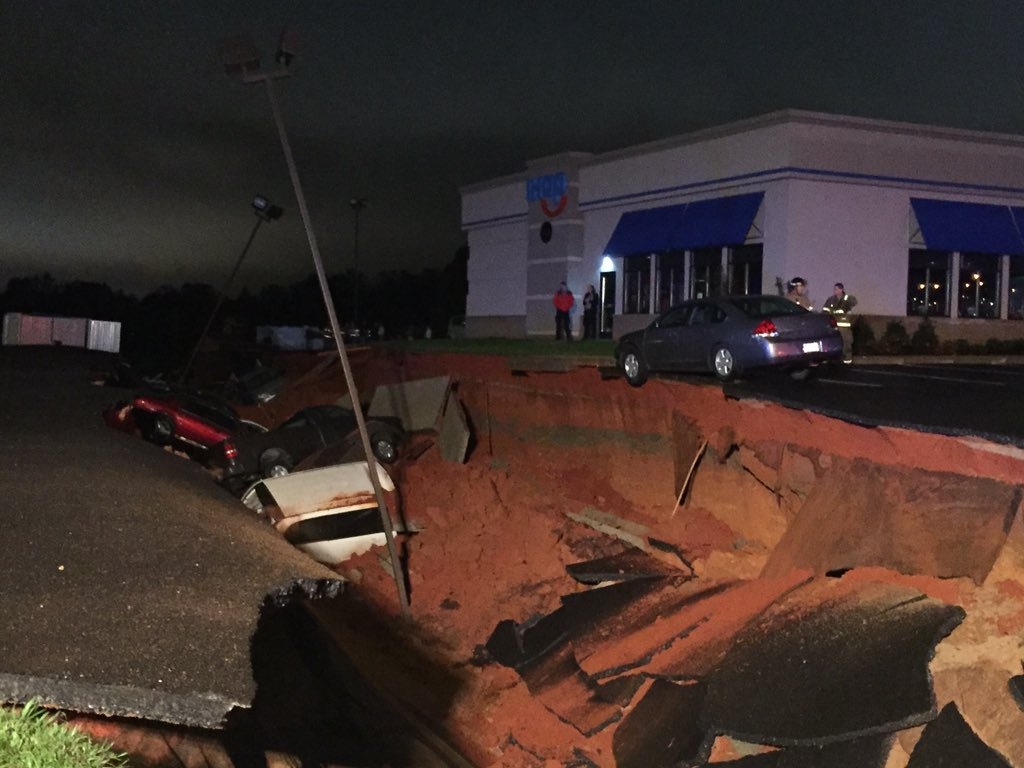 Another picture of the sinkhole in Meridian at the newly built IHOP. Customers report hearing a big boom https://t.co/0mQ5IrN7LS