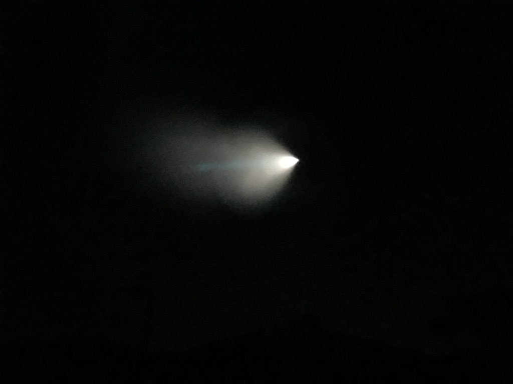 Did you see this object burn up in the sky over the Santa Monica Mountains? [photo: Patrick & Jade Foley] https://t.co/6KVnDH9jKb